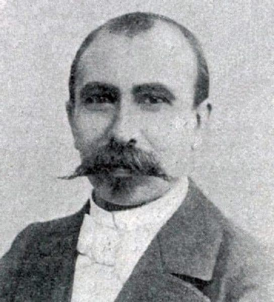 black and white portrait of Alexandre Darracq as an adult wearing a suit