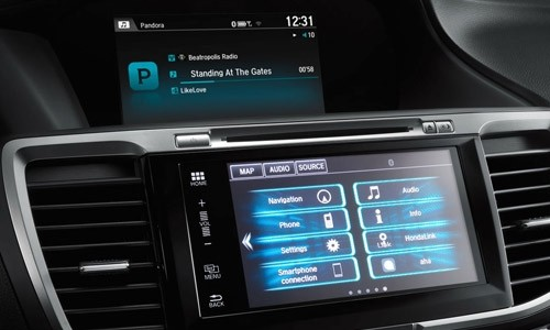 Stream music and more with the 2017 Honda Accord HondaLink dual-screen system.