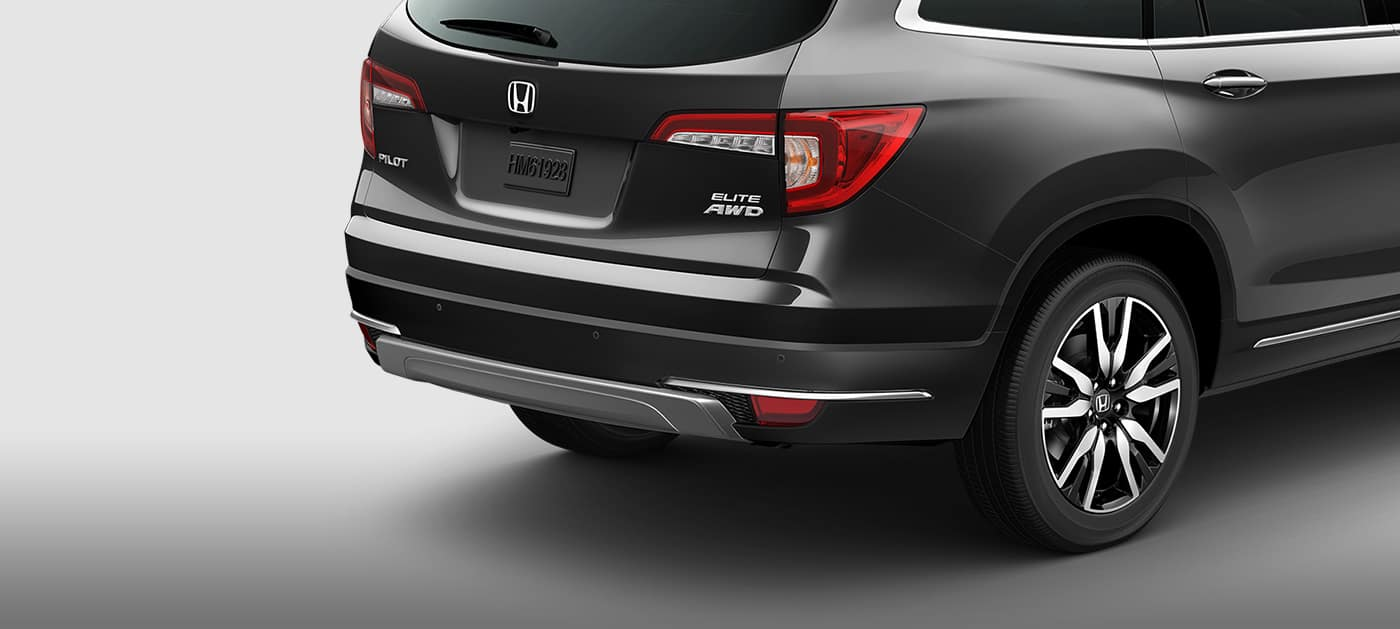 Distinct LED taillight design of the 2019 Honda Pilot