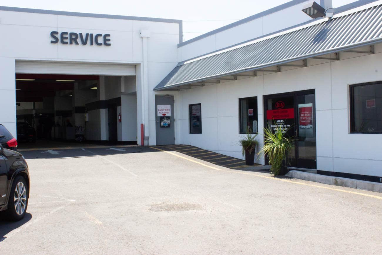 Beaverton Kia service center drive up and exterior of waiting lounge