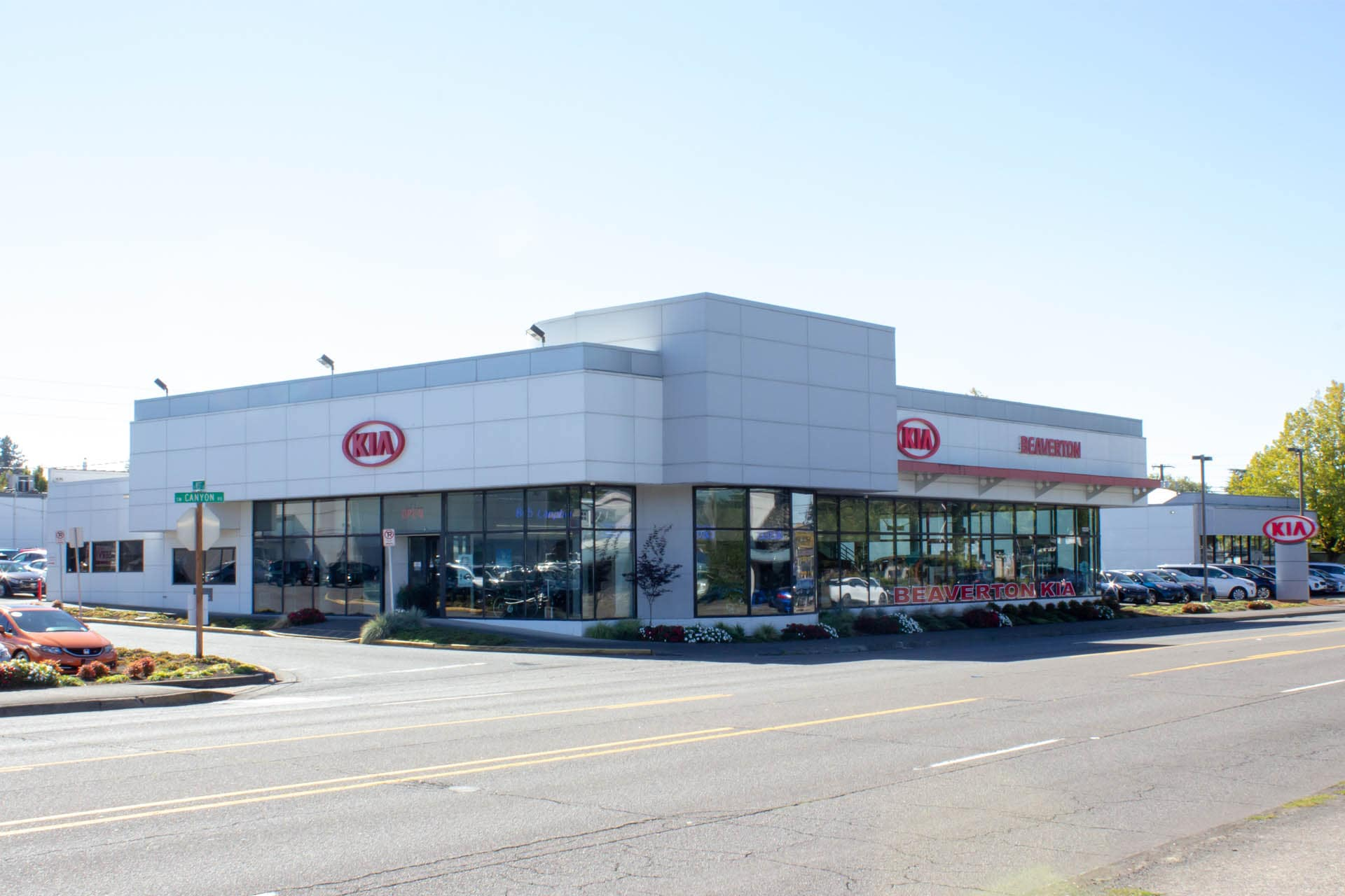 View of Bob Lanphere's Beaverton Kia from Canyon Road