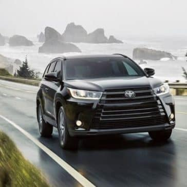2018 Toyota Highlander Driving Cliff side