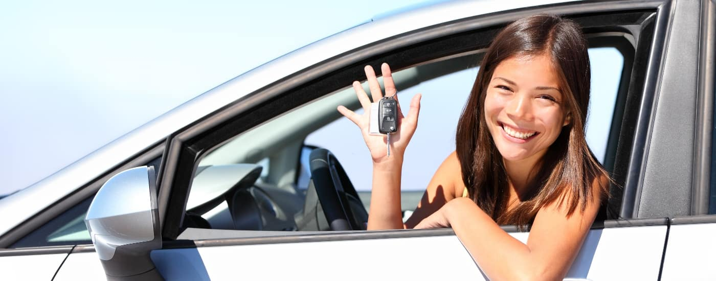 happy-woman-in-car