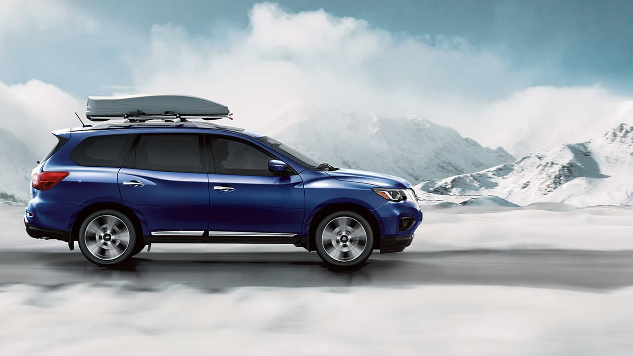 2018 Nissan Pathfinder driving in snow