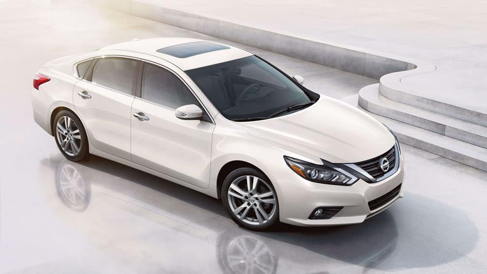 2018 Nissan Altima sedan side view pearl white