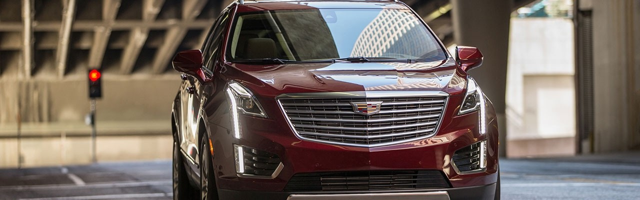 2017 Cadillac XT5 front exterior