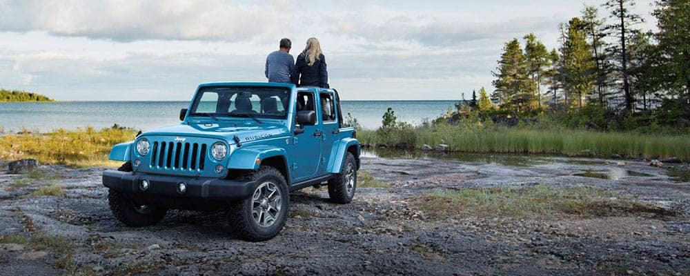 2018-Jeep-Wrangler-JK-Exterior-Parked-With-people