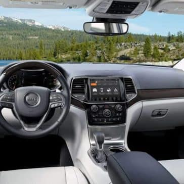 2019 Jeep Grand Cherokee Interior Front Seating and Dashboard