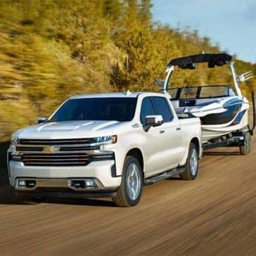 2019 Chevrolet Silverado 1500 tows a boat