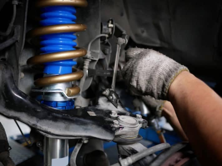 picture of service technician working on suspension