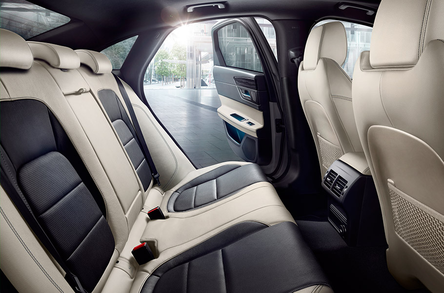 2018 Jaguar XF Sedan Interior