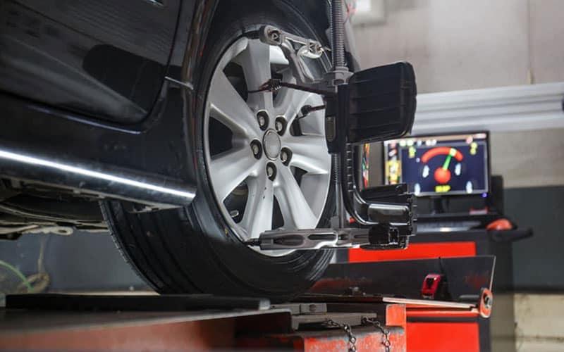 Jaguar Wheel Alignment Machine
