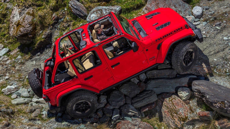 Jeep Wrangler JL rock climbing