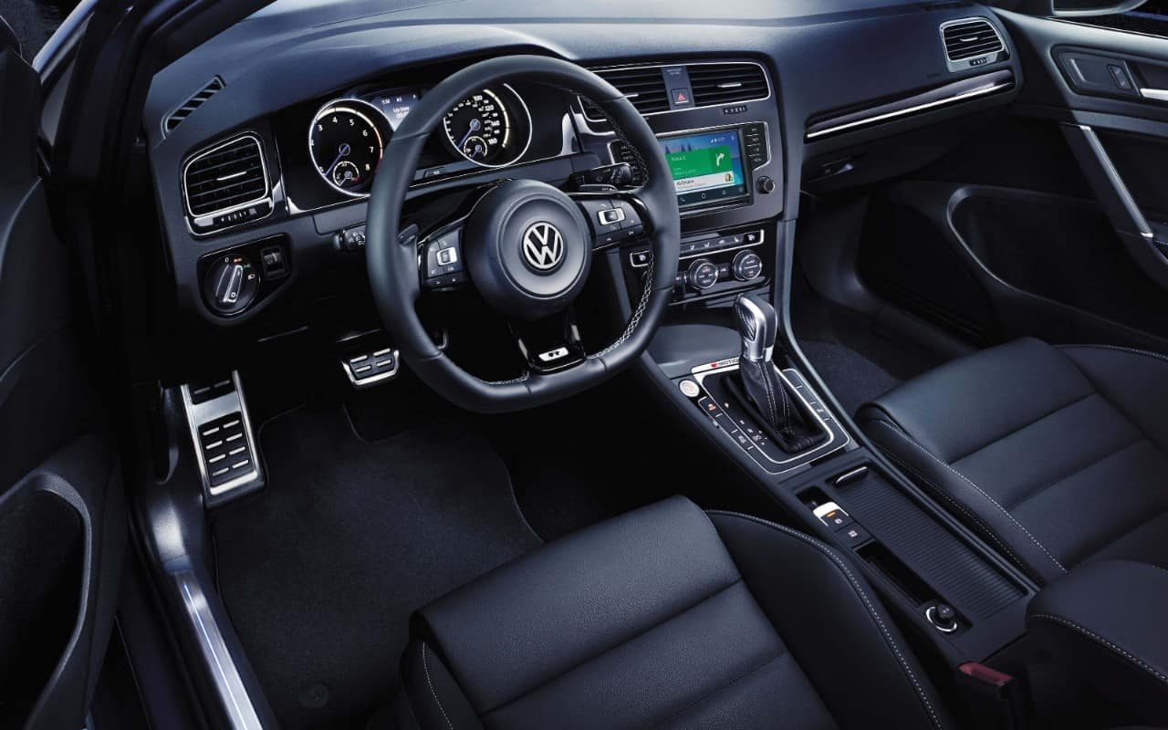 2017 Volkswagen Golf R Interior Dashboard