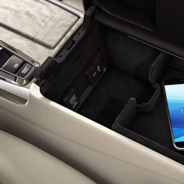 usb-charging-ports-in-2019-Acura-RLX