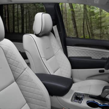2017 Jeep Grand Cherokee Front Seating