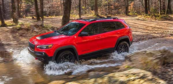 2018 Jeep Cherokee off-roading through water and mud