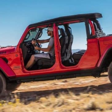 2020-Jeep-Gladiator-Driving-Offroad