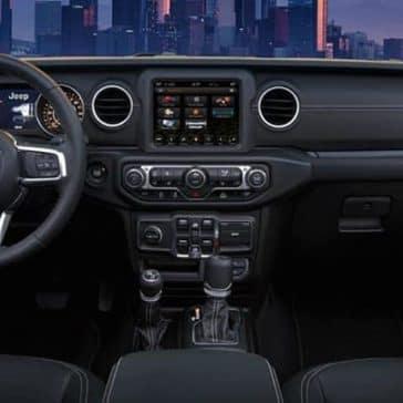 2020-Jeep-Gladiator-dashboard