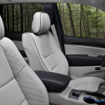 2017 Jeep Grand Cherokee Front Interior Seating
