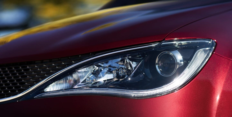 2017 Chrysler Pacifica Headlight Closeup