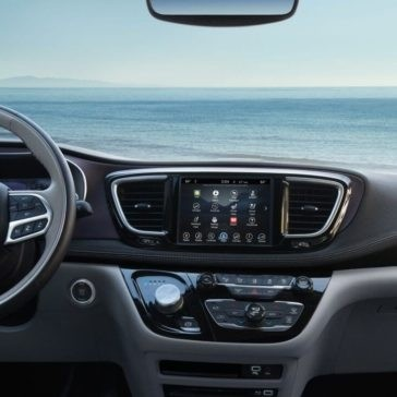 2017 Chrysler Pacifica interior technology features