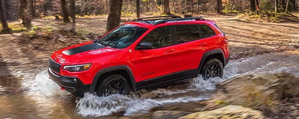 2018 Jeep Cherokee Off-Roading in Connecticut forest