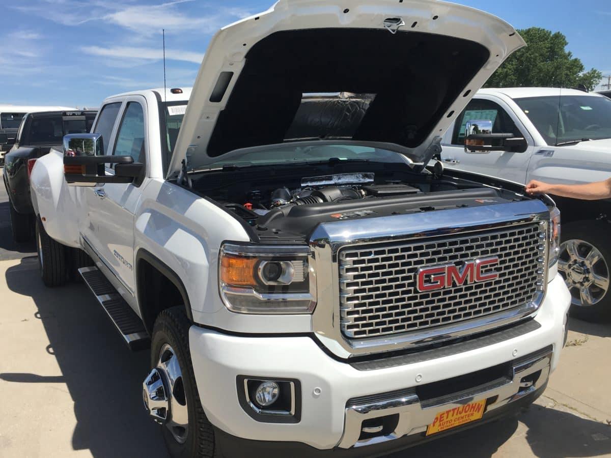 duramax diesel on the 2017 chevrolet silverado and gmc sierra heavy duty trucks pettijohn auto. Black Bedroom Furniture Sets. Home Design Ideas