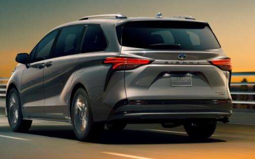 New 2022 Toyota Sienna LE 8-Passenger FWD Hybrid